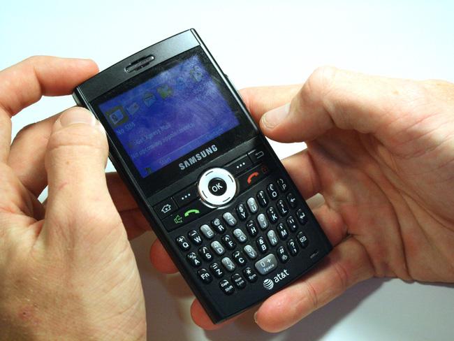 Điểm danh 7 đối thủ lớn nhất của... iPhone đời đầu - Ảnh 2.