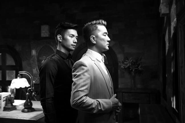Đàm Vĩnh Hưng quỳ khóc dưới chân Nhan Phúc Vinh trong MV về tình yêu đồng tính - Ảnh 2.