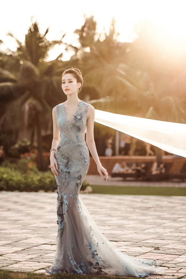 Hoa hậu Thu Thảo khoe vẻ đẹp mong manh, thoát tục trước biển Hạ Long - Ảnh 7.