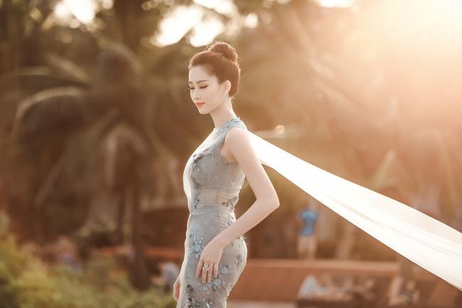 Hoa hậu Thu Thảo khoe vẻ đẹp mong manh, thoát tục trước biển Hạ Long - Ảnh 8.
