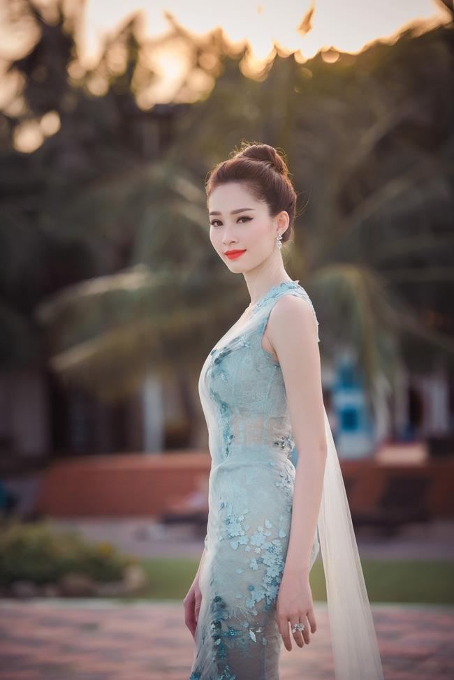 Hoa hậu Thu Thảo khoe vẻ đẹp mong manh, thoát tục trước biển Hạ Long - Ảnh 9.