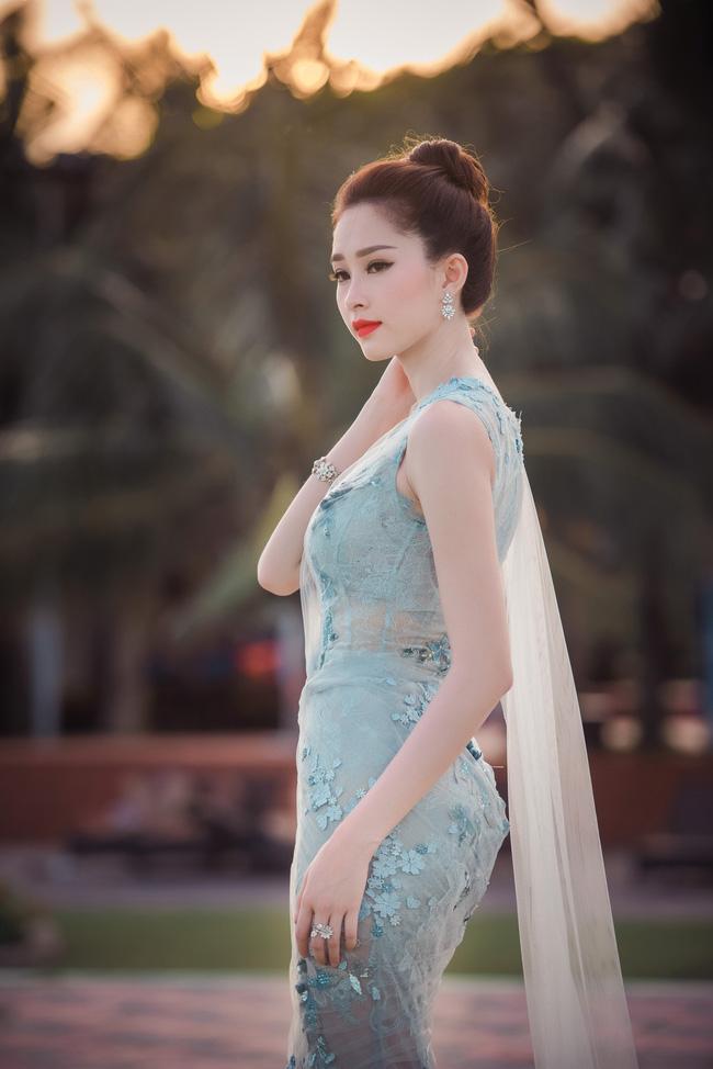 Hoa hậu Thu Thảo khoe vẻ đẹp mong manh, thoát tục trước biển Hạ Long - Ảnh 10.