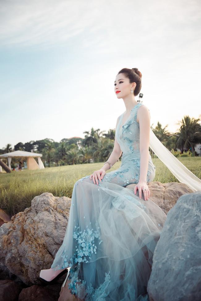 Hoa hậu Thu Thảo khoe vẻ đẹp mong manh, thoát tục trước biển Hạ Long - Ảnh 12.