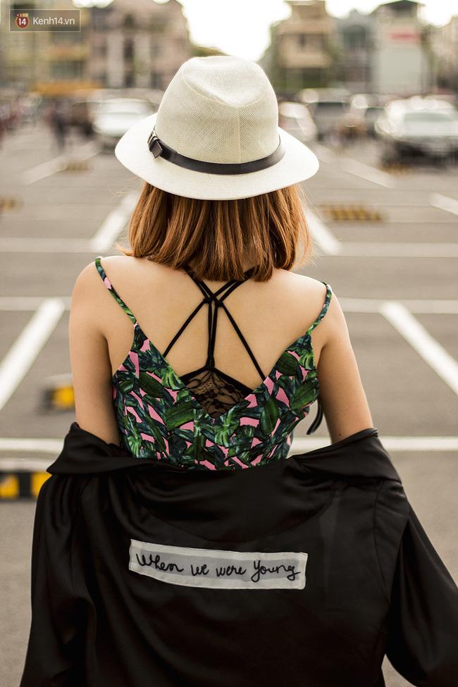 Street style giới trẻ 2 miền tuần qua: áo phông, shorts, kẻ & hoa lá rực rỡ tràn ngập - Ảnh 15.