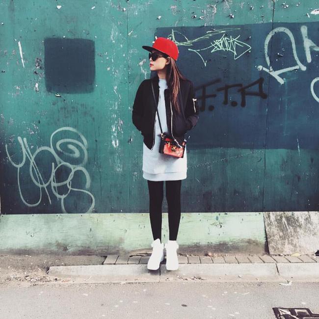 Phạm Hương giản dị, lọt thỏm giữa street style sang chảnh của Hà Hồ - Lan Khuê - Ảnh 5.