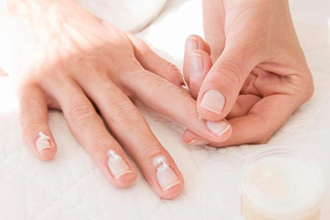 Phụ nữ nghiện sơn móng tay nhanh béo phì, dễ ung thư - Ảnh 3.