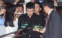 Yoochun (JYJ) cúi đầu xin lỗi fan trong lần đầu trình diện cảnh sát, rộ tin người phụ nữ đầu tiên tái kiện