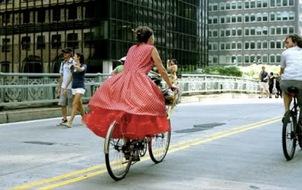 Nhìn lại những khoảnh khắc street style để đời của Bill Cunningham