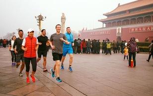 Mark Zuckerberg bị chỉ trích vì chạy bộ tại Bắc Kinh mà không đeo khẩu trang