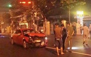 Xe Audi tông thanh niên văng xa hàng chục mét