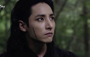 """Fan xót xa vì """"ma cà rồng"""" Lee Soo Hyuk bị rạch mặt"""