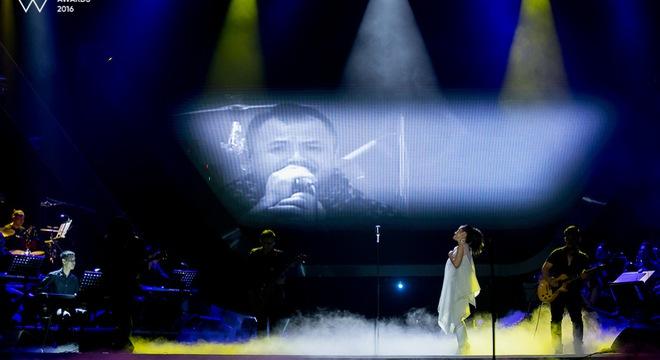 """WeChoice Awards """"đưa Trần Lập về với mọi người"""" bằng chính hai tác phẩm của Bức Tường"""