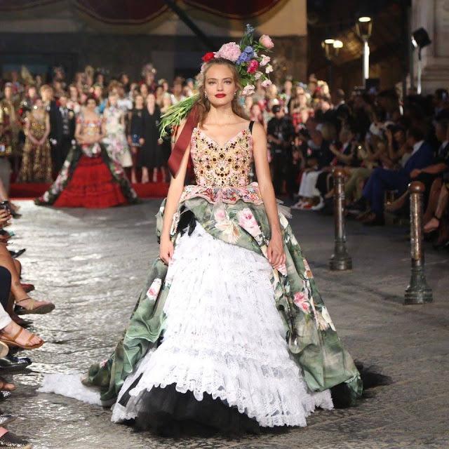 Dolce&Gabbana tổ chức lễ hội, cho đăng quang luôn Hoa hậu trên sàn diễn - Ảnh 10.