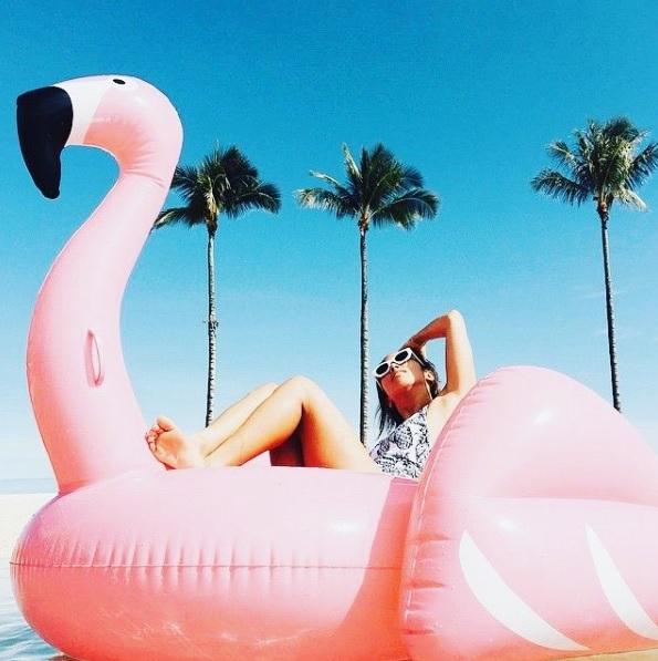 Ai cũng phải có ảnh chụp với món phụ kiện hot nhất mùa hè năm nay! - Ảnh 8.