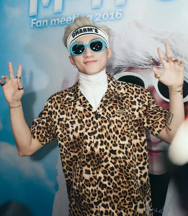 Sơn Tùng đổi phong cách, đụng style của hot boy lừa đảo nhà SM - Ảnh 1.