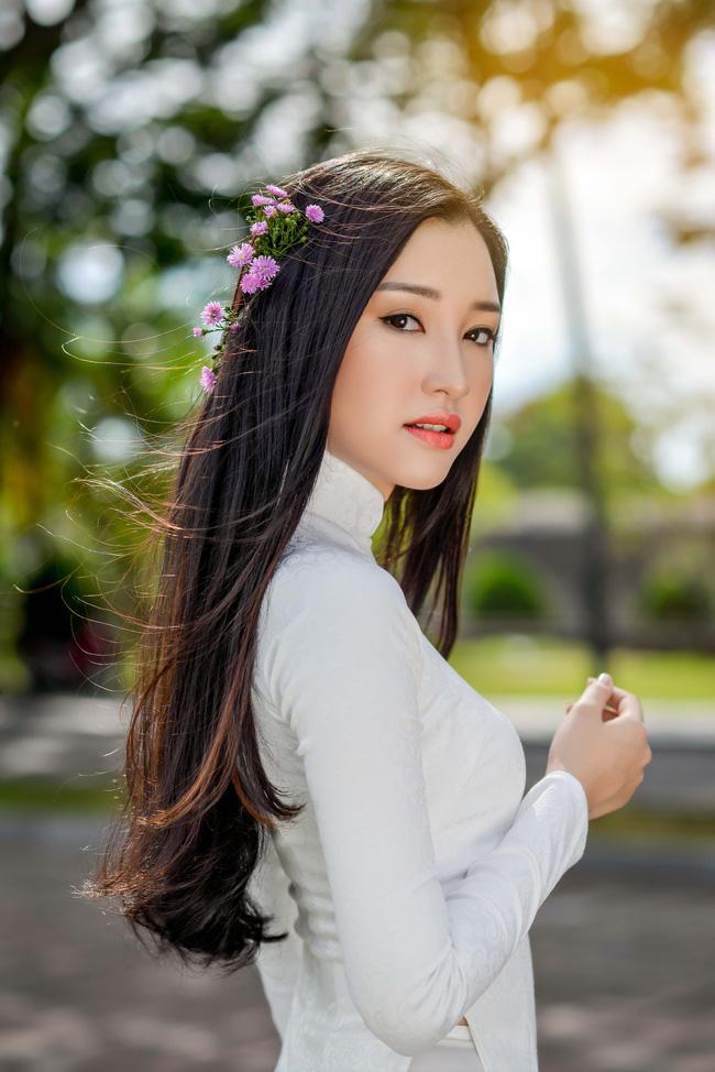 Hoa hậu Việt Nam 2016: Lại ngất ngây với người đẹp Huế - Ngọc Trân trong tà Áo dài trắng - Ảnh 10.