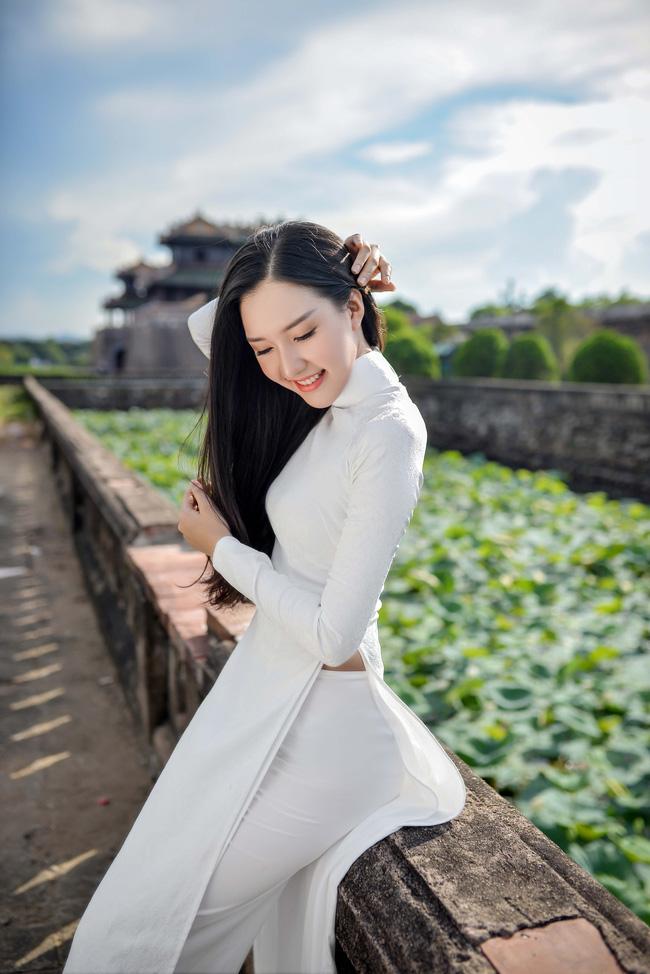 Hoa hậu Việt Nam 2016: Lại ngất ngây với người đẹp Huế - Ngọc Trân trong tà Áo dài trắng - Ảnh 2.