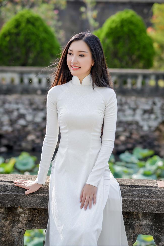 Hoa hậu Việt Nam 2016: Lại ngất ngây với người đẹp Huế - Ngọc Trân trong tà Áo dài trắng - Ảnh 7.