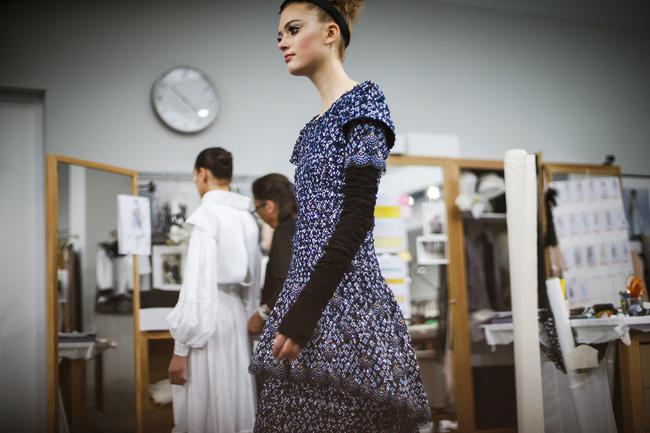 Chanel biến runway thành xưởng may, Châu Tấn là khách mời mặc xấu nhất - Ảnh 18.