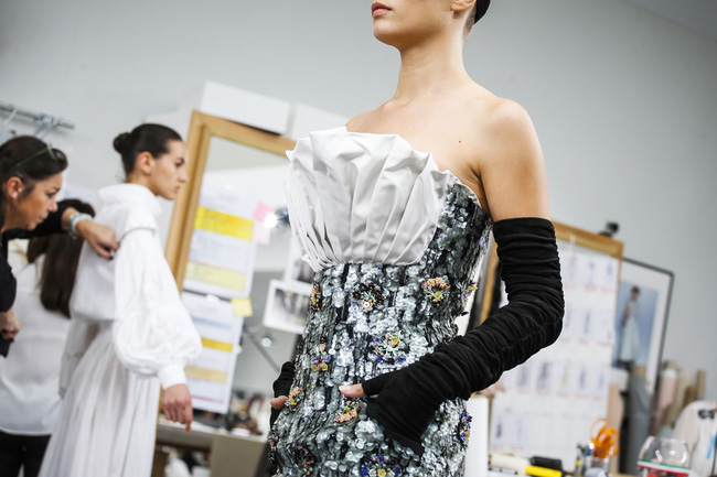 Chanel biến runway thành xưởng may, Châu Tấn là khách mời mặc xấu nhất - Ảnh 24.