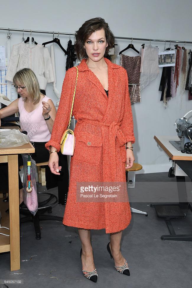 Chanel biến runway thành xưởng may, Châu Tấn là khách mời mặc xấu nhất - Ảnh 4.