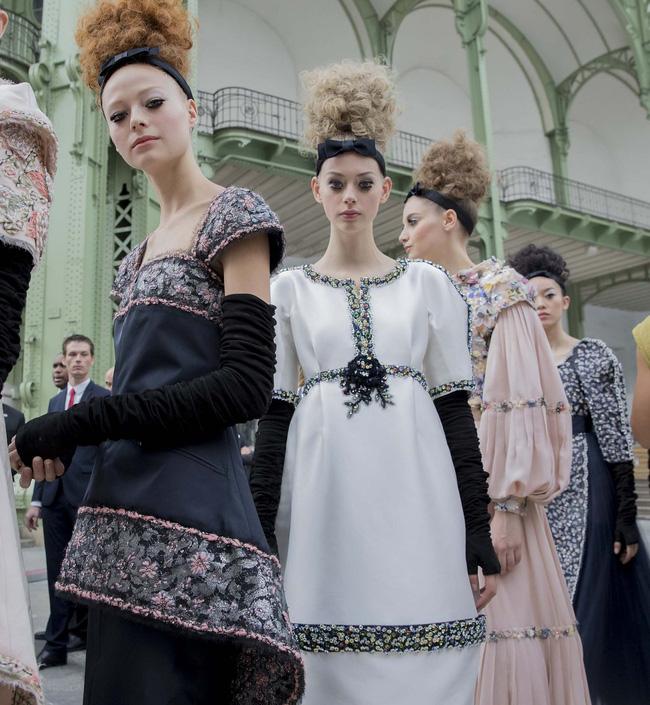 Haute Couture mùa này là một bữa tiệc thị giác cho đôi mắt của bạn - Ảnh 3.