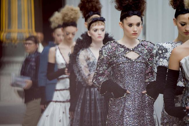 Haute Couture mùa này là một bữa tiệc thị giác cho đôi mắt của bạn - Ảnh 4.