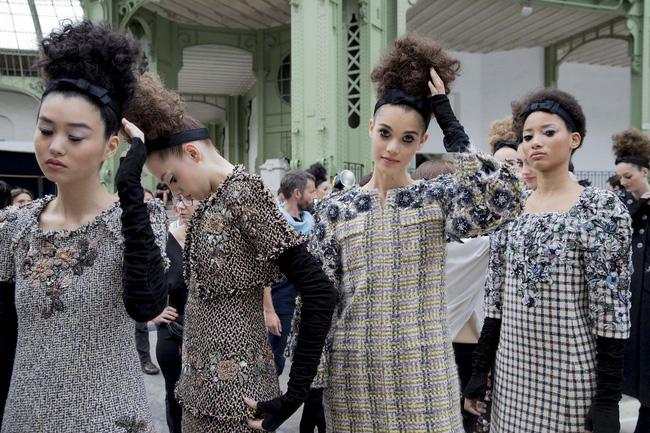 Haute Couture mùa này là một bữa tiệc thị giác cho đôi mắt của bạn - Ảnh 6.