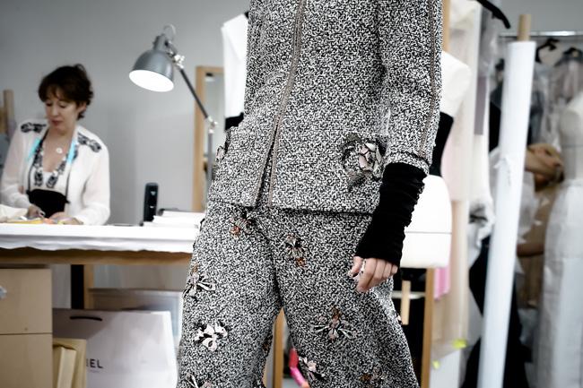 Chanel biến runway thành xưởng may, Châu Tấn là khách mời mặc xấu nhất - Ảnh 15.