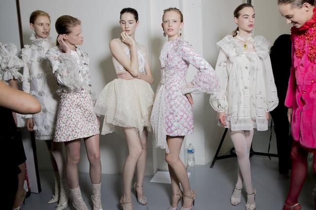 Haute Couture mùa này là một bữa tiệc thị giác cho đôi mắt của bạn - Ảnh 34.