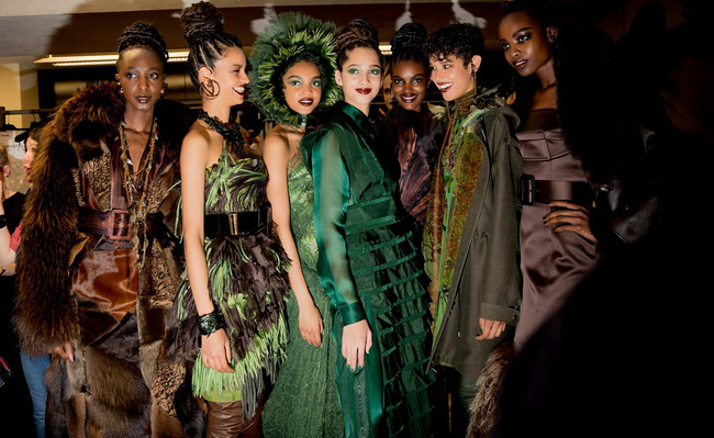 Haute Couture mùa này là một bữa tiệc thị giác cho đôi mắt của bạn - Ảnh 42.