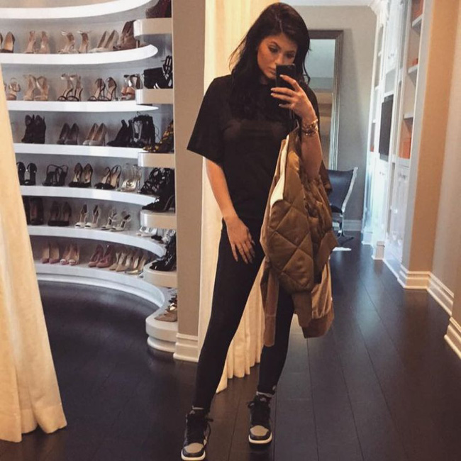 Số lượng giày sneaker của Kylie Jenner sẽ làm bạn thấy xót xa ngay cho bản thân! - Ảnh 3.