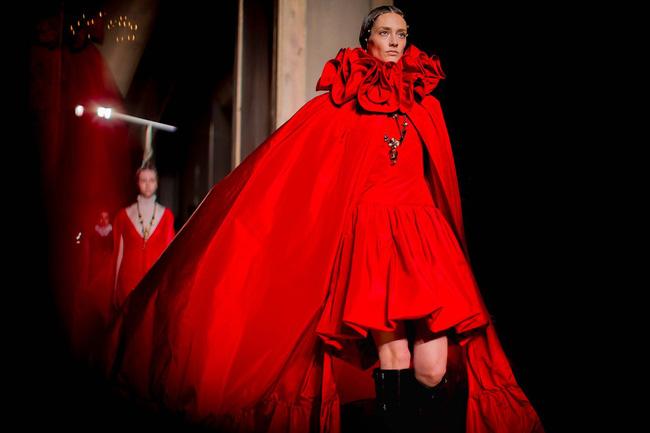 Haute Couture mùa này là một bữa tiệc thị giác cho đôi mắt của bạn - Ảnh 14.