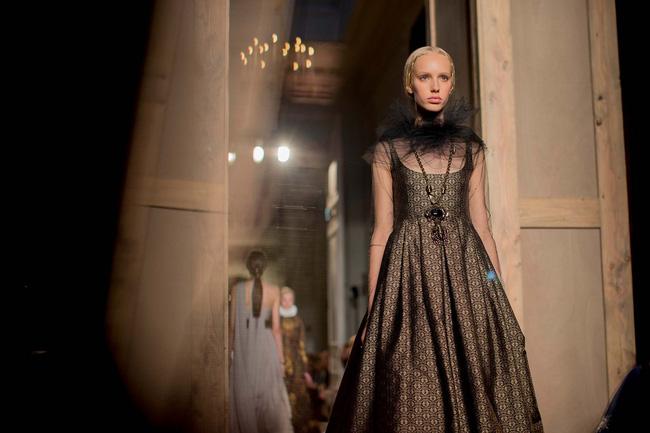Haute Couture mùa này là một bữa tiệc thị giác cho đôi mắt của bạn - Ảnh 15.