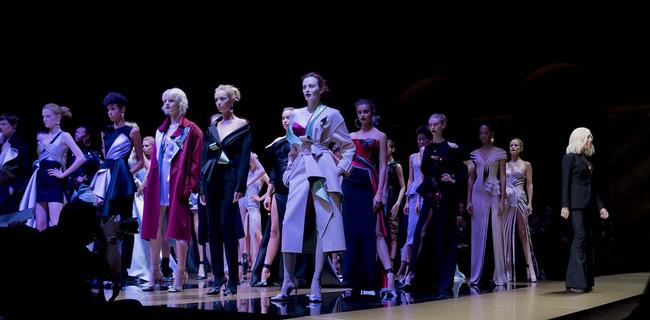 Haute Couture mùa này là một bữa tiệc thị giác cho đôi mắt của bạn - Ảnh 9.