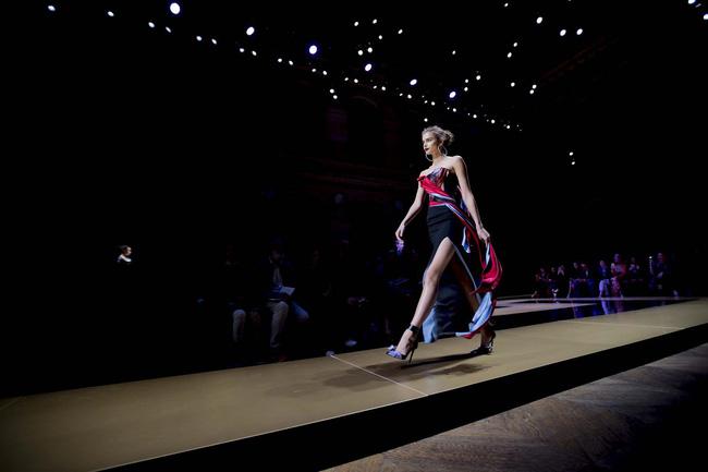 Haute Couture mùa này là một bữa tiệc thị giác cho đôi mắt của bạn - Ảnh 10.