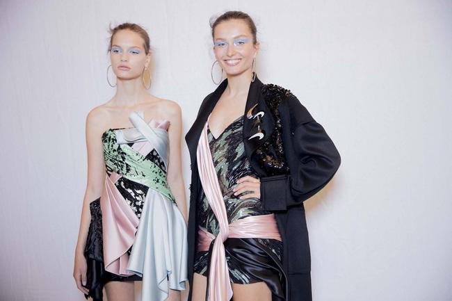 Haute Couture mùa này là một bữa tiệc thị giác cho đôi mắt của bạn - Ảnh 13.